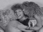 Penyanyi Bon Jovi Telanjang Bulat Dengan Empat Wanita