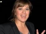 Tangan Kelly Clarkson Melepuh